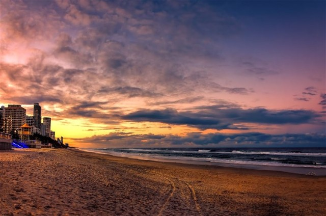 4Sunset-by-Surfers-Paradise-Beach Darren Song Ng