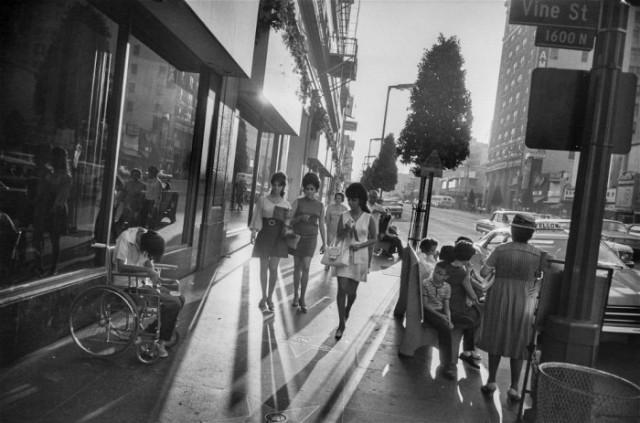 02Garry-Winogrand-Sunset-Boulevard